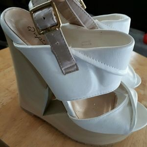 Qupid white platforms